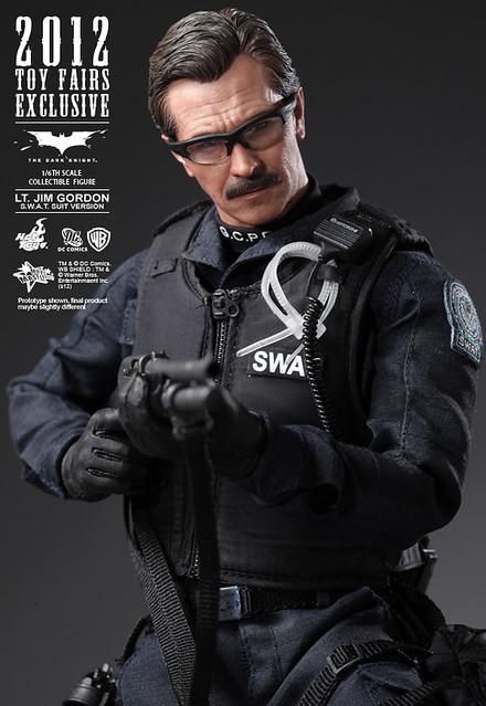 Hot Toys - MMS182 - 蝙蝠俠:黑暗騎士:吉姆‧高登 (S.W.A.T. 服裝版)