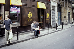 Le Marais, Paris 2001 (edk7) Tags: street 2001 paris france building senior canon restaurant scene elderly marais ef 2880mm lemarais eos650 13556 mivami edk7