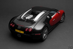 Bugatti EB 16.4 Veyron Production Car (Maarten O.) Tags: auto art car nikon die cast 164 production 1855mm nikkor bugatti vr afs eb w16 veyron 118 diecast autoart f3556g d3000