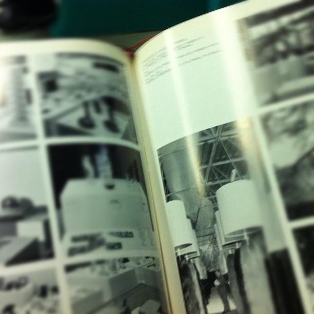 In tram, traballante. Sfogliando il catalogo della Triennale del 1968. Quella di cui c'è solo il catalogo.