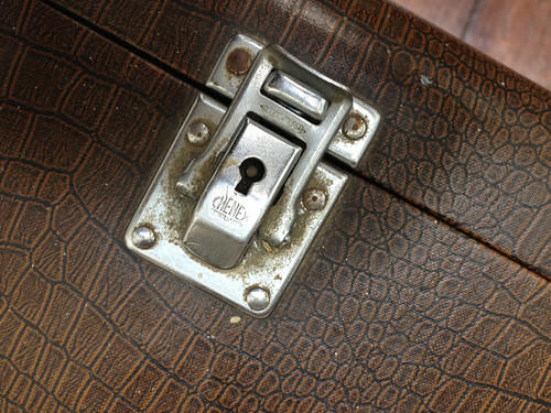 Cheney clasp on Singer 99k case