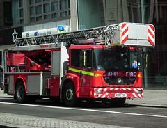 LFB TL 52 (kenjonbro) Tags: uk red england london westminster strand soho mercedesbenz fireengine charingcross 2007 magirus sw1 londonfirebrigade turntableladder econic gbfire bx07fnd tl52 fujifilmfinepixhs10