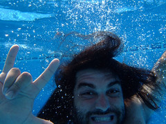 Me (d_frente) Tags: blue male water pool azul person agua bubbles piscina swimmingpool bubble submerged burbuja burbujas submerge dived sumergido sumergir