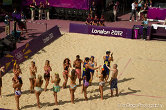 Olympic beach volleyball 2012: Welcome the Spanish... (TrinDiego) Tags: espaa horse men london net praia beach female ball de dance spain women dancing guard pablo playa womens beachvolleyball retro na spanish adrian volleyball mulheres olympic olympics swimsuit mujeres volleybal 2012 olympique collado espaol horseguards herrera olmpico beachvolleybal olimpico kobiety voleibol vlei fivb kvinder   allepuz gavira playa praia  plaowa pabloherreraallepuz trindiego guardshorse adriangaviracollado   odbojka pijesku beachvolleybal   siatkwka voleibol vlei