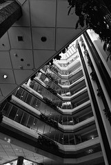 Hilton (palm z) Tags: blackandwhite bw planta byn blanco suomi finland hotel blackwhite helsinki plantas negro hilton bn ascensor finlandia piso hueco pisos