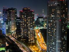 City Light (Ted Tsang) Tags: longexposure travel tower japan skyline night landscape tokyo highway cityscape nightscape worldtradecenter olympus    minato shiodome observationdeck em1 lighttrail       tokyoskytree   voigtlandernokton25mmf095
