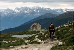 Sesvennahtte 2256m. (:: Blende 22 ::) Tags: italy mountain bike rock vertical val valley walls sdtirol engadine vinschgau swissborder canoneos400ddigital sesvennahtte 2256m sigma170700mm schlinigtal slinigia sesvennarefuge