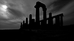 Temple of Hera (Vigotape) Tags: sky italy sun white black classic clouds digital canon temple eos photo italia nuvole foto digitale cielo e 7d di sicily sole bianco antico nero sicilia controluce agrigento antiquity greco hera tempio classico giunone periodo grecit
