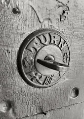 turn (frntprchprss) Tags: turn frontdoor olddoorbell