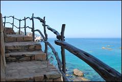 A mente aperta (e con stupore) (Stelle buone) Tags: sardegna panorama scale mare sardinia blu rocce acqua azzurro percorsi legno costaparadiso gradini ginepri granito corrimano