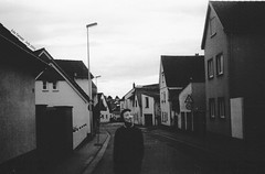 vendetta ist unter uns (Eda Tanses) Tags: street bw white black film analog self 35mm photography strasse c v analogue rosen developed vendetta sokak eda selfdeveloped caffenol zauber blackwhitephotos caffenolc edatanses tanses