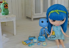 behind you (Jemjoop Blythe/BJD) Tags: blue monster big dress little furniture kawaii planet denim blythe etsy sss mogu wanroom sackboy pungsnotded