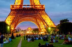 The Eiffel Tower, at sunset (Jordan | Photo) Tags: sunset people paris france tower night garden nikon torre gente eiffeltower jordan bluehour francia magichour jardn d7000