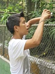 Parque Zoologico y Laguna Quistococha (alobos Life) Tags: parque boy beautiful face zoo nice y per guide laguna lovely iquitos nio peruvian guia zoologico quistococha