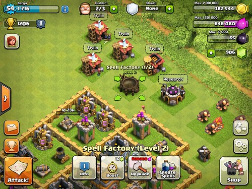 Clash of Clans Heads-Up Display: screenshots, UI