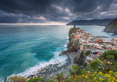 Vernazza, Cinque Terre (Italy) (Eric Rousset) Tags: voyage travel sunset sea italy storm canon landscape photography coast europe italia village liguria unesco shore cinqueterre vernazza paysage canonef1740mmf4lusm italie orage tourisme laspezia 2016 shorescape ligurie cinqueterrenationalpark canoneos5dmarkii ericrousset nisifilter filtrenisifstopperirgnd809
