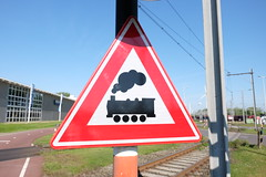 Barrierless level crossing sign (DennisM2) Tags: levelcrossing spoorwegovergang bordj11 overwegzonderslagbomen