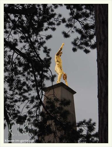 Gedenkstaette Heldenberg, NOE:  heldenhaft am obelisk | 2015-05