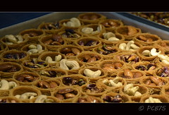 Baklaves (PCB75) Tags: cake turkey postre yummy sweet pastel türkiye istanbul pasta mel delicious honey miel nous turquia turkish baclava menjar anatolia baklava turca estambul cuina frutossecos nueces pastís anous fruitssecs baklawa brutals dolç dolços constantinoble cuinar bizanci ametlles avellaves