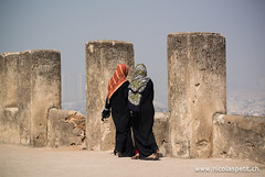 symbols of power | Fort Golconda Hyderabad India (Nicolas Petit) Tags: woman india fort hyderabad indien burka dietikon tchador fortgolconda nicolaspetit indien2012