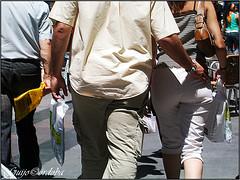 Guardaespaldas/The bodyguard (Guijo Crdoba fotografa) Tags: madrid street people urban espaa calle spain pareja pair personas urbano nikone2500 guardaespaldas flickraward guijocordoba