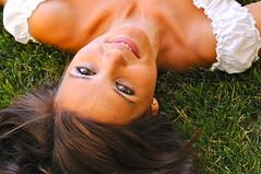 LA MÚSICA QUE HABITABA EN LA HIERBA (marthinotf) Tags: nikon retrato modelo sonrisa mirada rocio sensualidad bellezafemenina olétusfotos bellamirada