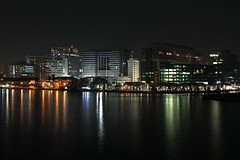 Skyline - Esplanade Siriraj - Bangkok - Thalande (Micky75017) Tags: voyage travel viaje bridge light reflection building water skyline architecture night thailand noche photo asia eau nacht lumire bangkok capital picture reflet reflect thai 7d noite asie capitale nuit notte noc thailande  eaux   magicblue reflecto  illumin ducloux  micky75017