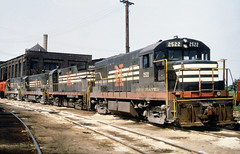 New Haven Railroad DERS-7 GE U25B locomotive # 2522 & DERS-8 ALCO C-425 locomotive # 2554 along with two more GE U25B