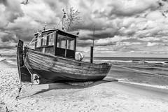 Fischerboot am Strand von Ahlbeck (mirko.borgmann) Tags: sea white black beach strand boot boat meer waves wave wellen fischkutter