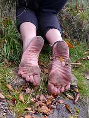 Earth soles (Barefoot Adventurer) Tags: autumn texture nature toes earth barefoot barefeet connected soles anklet happyfeet barefooted earthing barfuss barefooting barefoothiking strongfeet barefooter healthyfeet baresoles leathersoles toughsoles wrinkledsoles earthsoles naturalsoles autumnsoles autumnbarefooting earthstainedsoles
