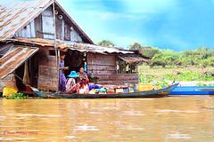IMG_1275  visite du petit commerce (philippedaniele) Tags: maison enfant cabane pilotis radeau maisonflottante tonlsap marchflottant villagelacustre sangkae fortinondable plaineinondablemousson