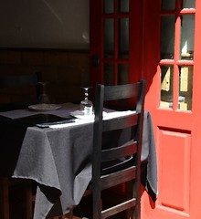 Table for two! (Jorge Cardim) Tags: red two black colors table restaurant negro restaurante vermelho mesa dois