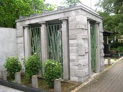 zale_mausoleum1 (Wiebke) Tags: ljubljana slovenia europe vacationphotos travel travelphotos ale alecentralcemetery cemetery centralnopokopalieale pokopalie beigrad bezigrad