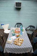 La mesa est servida (Manutero) Tags: autumn food white water lunch agua chairs comida delta brunch otoo tigre mesa sillas banca mantel sanguchitos