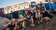 Roskilde Festival 2012 (Stig Nygaard) Tags: camping girls party camp signs smile sign festival denmark happy kiss audience notes wideangle dk creativecommons dnemark danmark roskilde campsite 2012 10mm dnk canonefs1022mmf3545usm roskildefestival smatten rf12 50d darup canoneos50d dyrskuepladsen photobystignygaard foursquare:venue=4bd182d1462cb7135147da07 roskildefestival2012 lastfm:event=1988593 roskilde12 campungepiger kysmignu