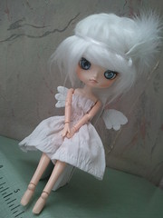 Lulihana, Dal Coco (Ssunyi) Tags: white fur dance doll wing dal danse coco wig blanche blanc chaise plumes aile lulihana