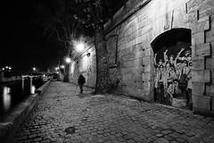 IMG_1101-Modifier.jpg (ruedesphotos) Tags: bw paris france noiretblanc nb bynight nuit notredamedeparis voyages quaideseine typedephoto typedelumiere