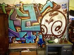 Blockbuster (-jamesstave-) Tags: city texture textura vintage mexico graffiti mexicocity df paint desk grafiti tag ciudad fleamarket escritorio pintura distritofederal tianguis vendimia ciudaddemxico lagunilla mercadodepulgas baratillo cdmx coloniamorelos