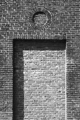 bricked doorway (Lovando) Tags: holland netherlands delft doorway bricked