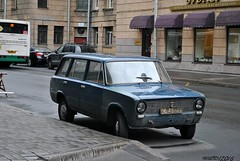 Lada 2102 with Soviet plates from Leningrad (Helvetics_VS) Tags: stpetersburg russia licenseplate oldcars lada leningrad ussr 2102