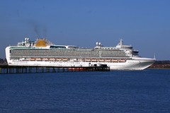 Ventura passes Hythe Pier (New Forest Man) Tags: po venture southamptonwater