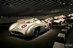 Silver Arrows - Mercedes-Benz Museum (rbpdesigner) Tags: building slr cars tourism car sport architecture race germany deutschland mercedes europa europe stuttgart culture voiture grandprix coche mercedesbenz architektur carro 5d autos turismo allemagne  esporte corrida motorracing cultura coches gp alemanha daimler autounion dreammachine bundesrepublikdeutschland badenwrttemberg sonhodeconsumo bundesland  llens canoneos5d mercedesbenzmuseum mercedesmuseum canonllens gaisburg silverarrows silberpfeile  worldcars lentel canonef1635mmf28liiusm estugarda velhomundo  bundeslandbadenwrttemberg velhocontinente museumercedes mquinadossonhos repblicafederaldaalemanha autouniongrandprixmotorracing