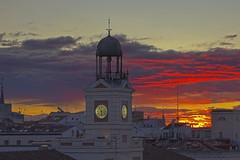 IMG_6940_41_42 (xsalto) Tags: madrid sunset sol del de soleil spain puerta coucher horloge espagne