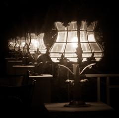 Lampenweg (Setekh81) Tags: architektur hdr laterne lichter nes nacht sw