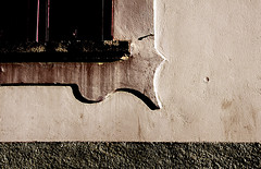 Parentesi graffa - Brace (alessandro rizzitano) Tags: detail muro window wall closeup architecture canon brace architettura particolare finesta parentesigraffa