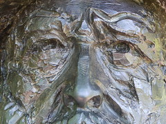 Buste de Monet, Giverny (Aurore31) Tags: portrait sculpture france jardin monet giverny regard buste détail peintre nymphéas jardinsdemonet
