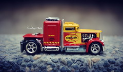 Pretty Tiny Truck :-) (tamahaji) Tags: red scale yellow truck pretty little tiny hotwheels ho custom convoy hw diecast livery pennzoil