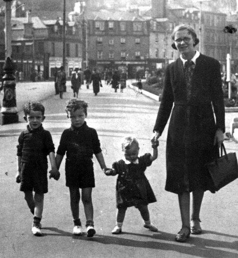 Cathrine Irvine, 1940