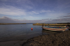 calabernardo (mat56.) Tags: sea sky beach colors boats landscapes day mare cloudy noto barche cielo sicily colori paesaggi spiaggia sicilia siracusa orizzonte alghe mat56 calabernardo