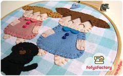 Irmãs (Carol Grilo • FofysFactory®) Tags: hoop doll handmade embroidery craft felt carolgrilo feltro boneca decor decoração bordado quadrinho fofysfactory bastidor feitoamo